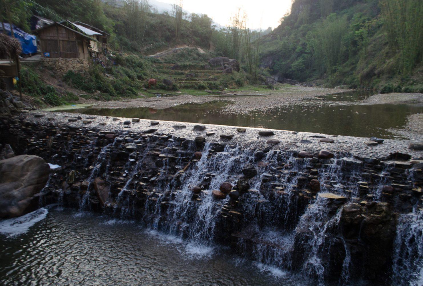 Кат-Кат — водопад в деревне